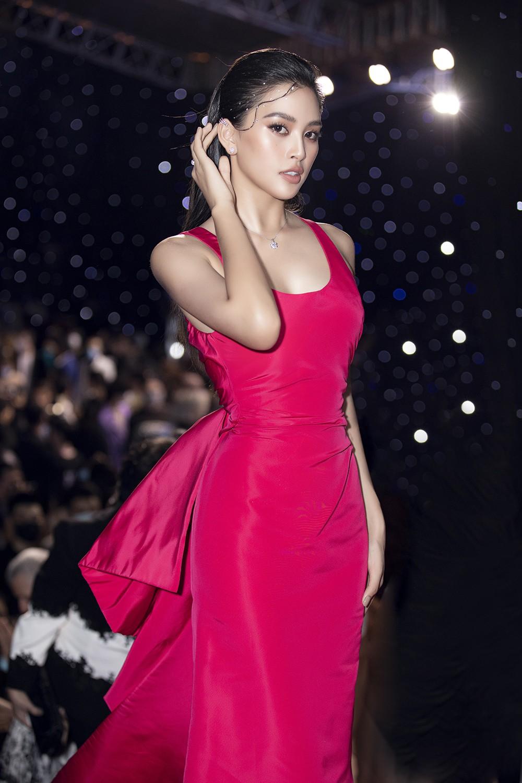 Á hậu Phương Anh lột xác, Á hậu Ngọc Thảo khoe lưng trần nóng bỏng trên thảm đỏ thời trang ảnh 7