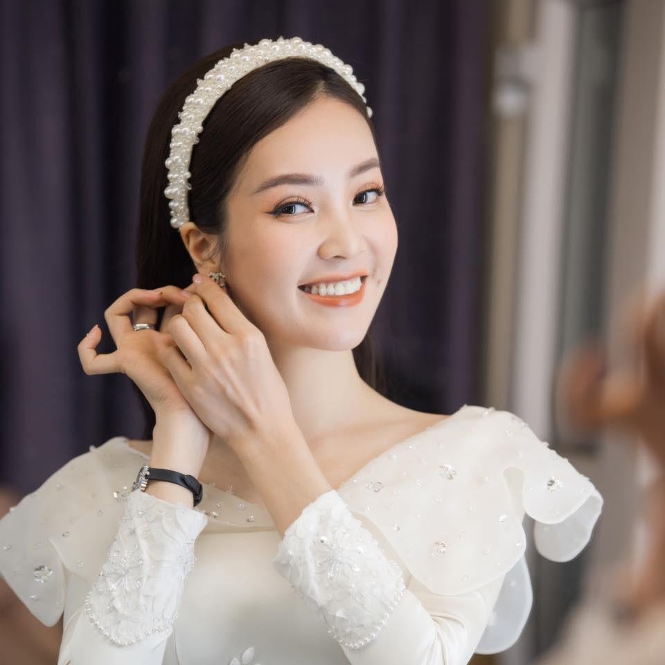 Hoa hậu Thuỳ Dung tái xuất xinh đẹp, Lương Thuỳ Linh diện áo dài đính kết lạ mắt ảnh 6