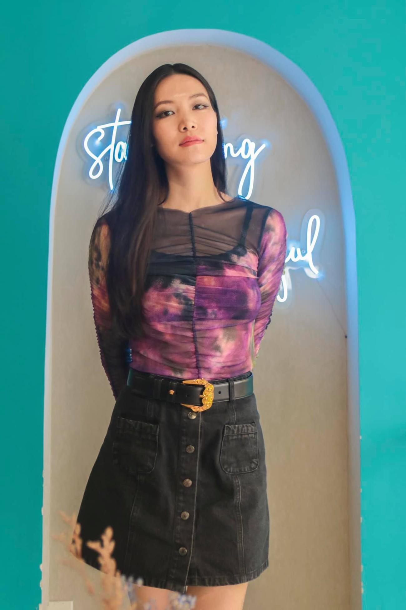 Hoa hậu Thuỳ Dung tái xuất xinh đẹp, Lương Thuỳ Linh diện áo dài đính kết lạ mắt ảnh 1