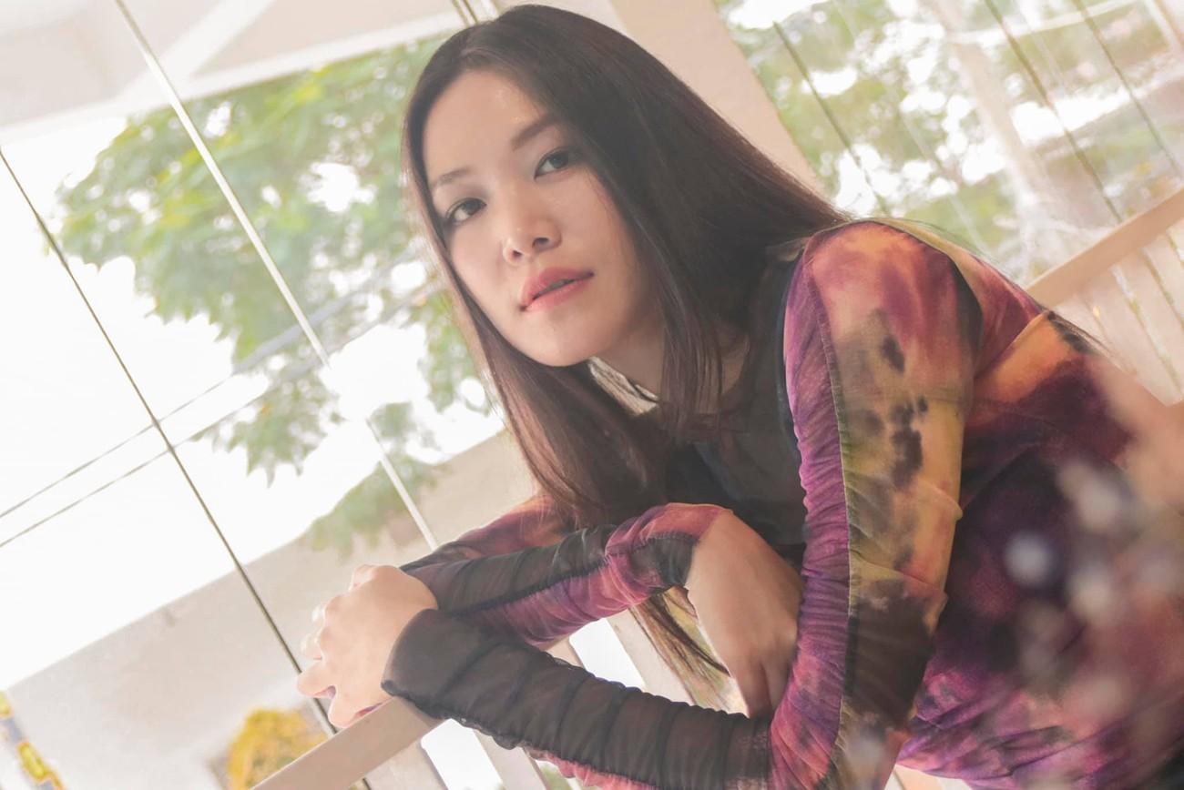 Hoa hậu Thuỳ Dung tái xuất xinh đẹp, Lương Thuỳ Linh diện áo dài đính kết lạ mắt ảnh 2