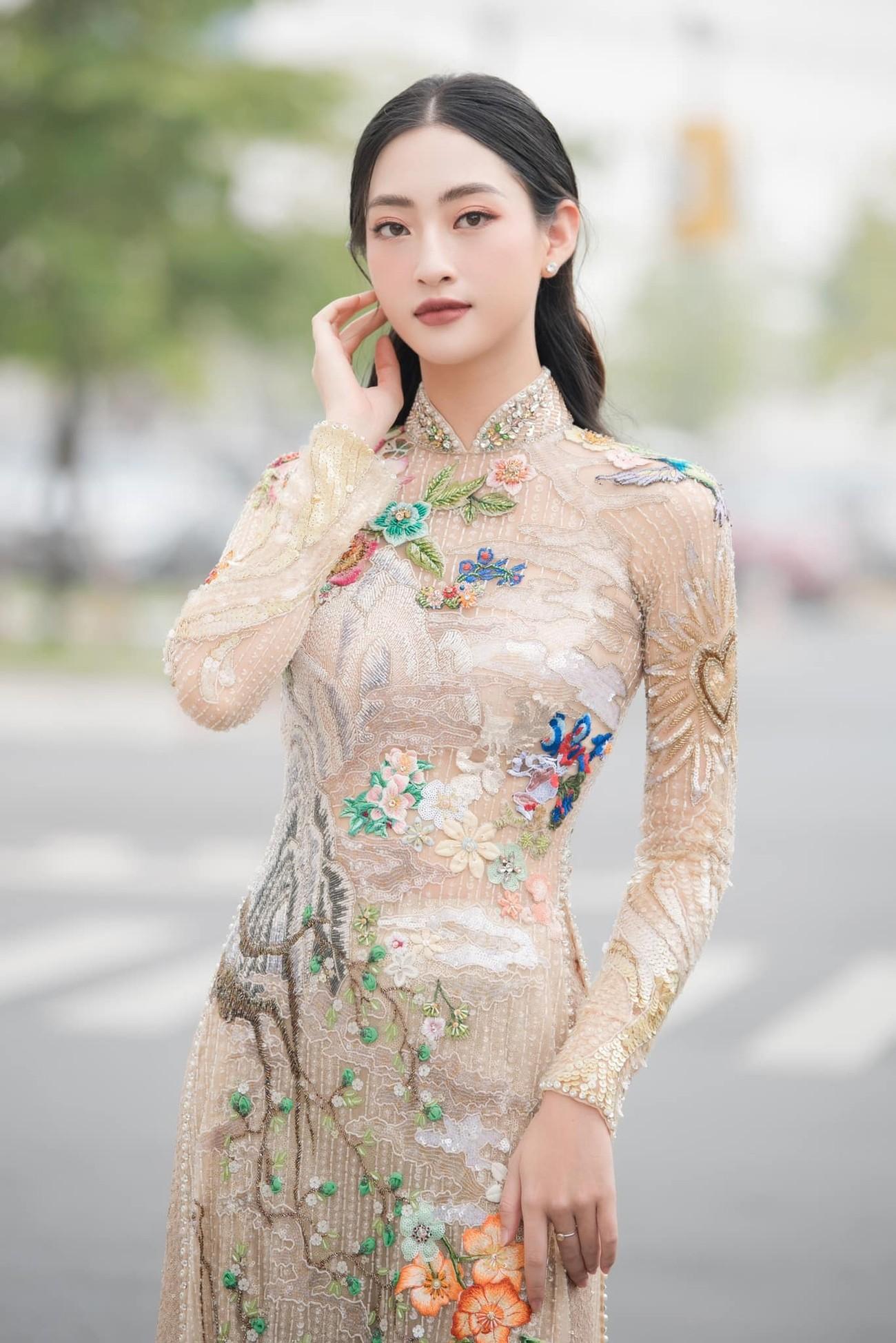 Hoa hậu Thuỳ Dung tái xuất xinh đẹp, Lương Thuỳ Linh diện áo dài đính kết lạ mắt ảnh 4