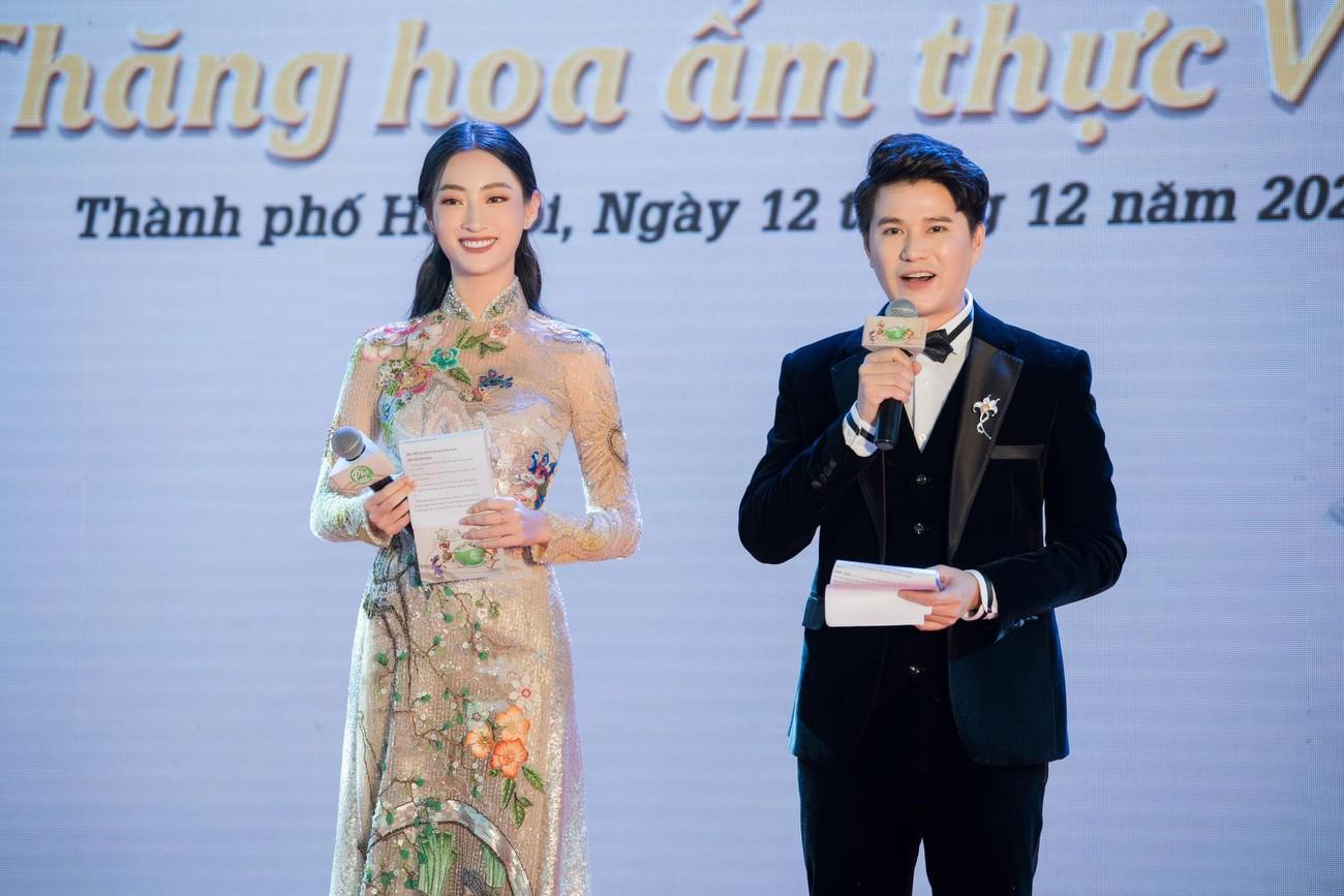 Hoa hậu Thuỳ Dung tái xuất xinh đẹp, Lương Thuỳ Linh diện áo dài đính kết lạ mắt ảnh 5