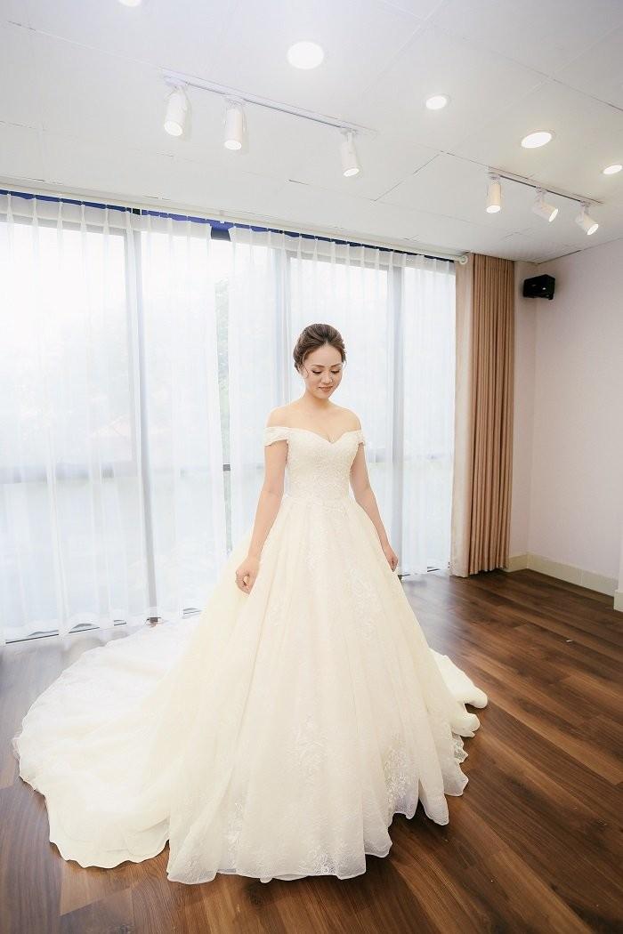 Vợ sắp cưới kém 15 tuổi của NSND Công Lý xinh đẹp lộng lẫy khi mặc váy cô dâu ảnh 4