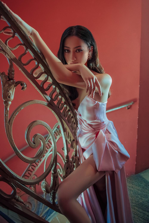 Body nuột nà và đôi chân 'cực phẩm' 1m22 của Miss World Vietnam Lương Thùy Linh ảnh 7
