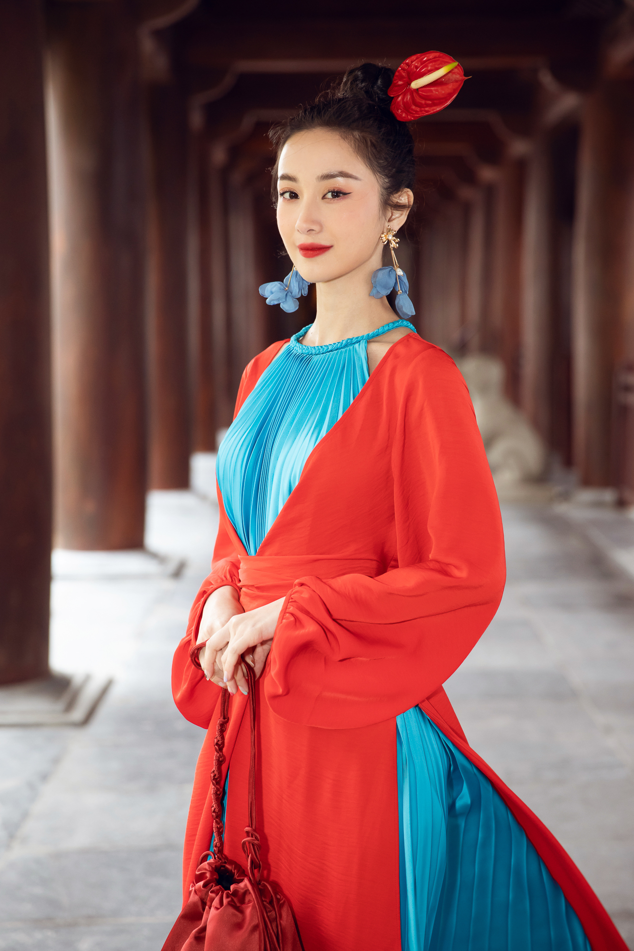 Tiểu Vy, Đỗ Mỹ Linh cùng dàn hậu mặc váy yếm quyến rũ giữa tiết trời lạnh giá ảnh 14