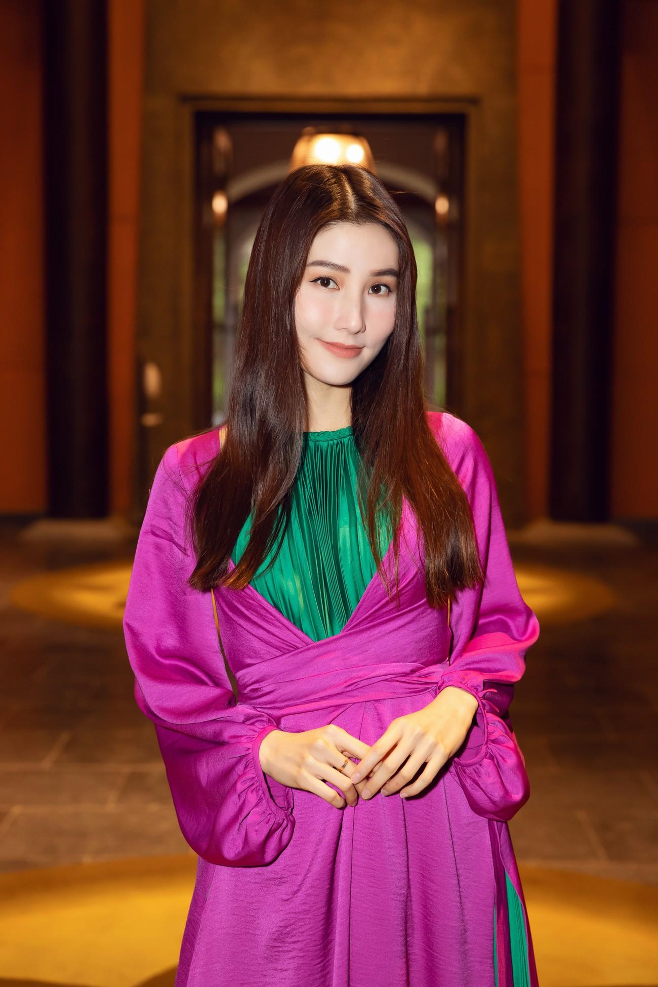 Tiểu Vy, Đỗ Mỹ Linh cùng dàn hậu mặc váy yếm quyến rũ giữa tiết trời lạnh giá ảnh 15