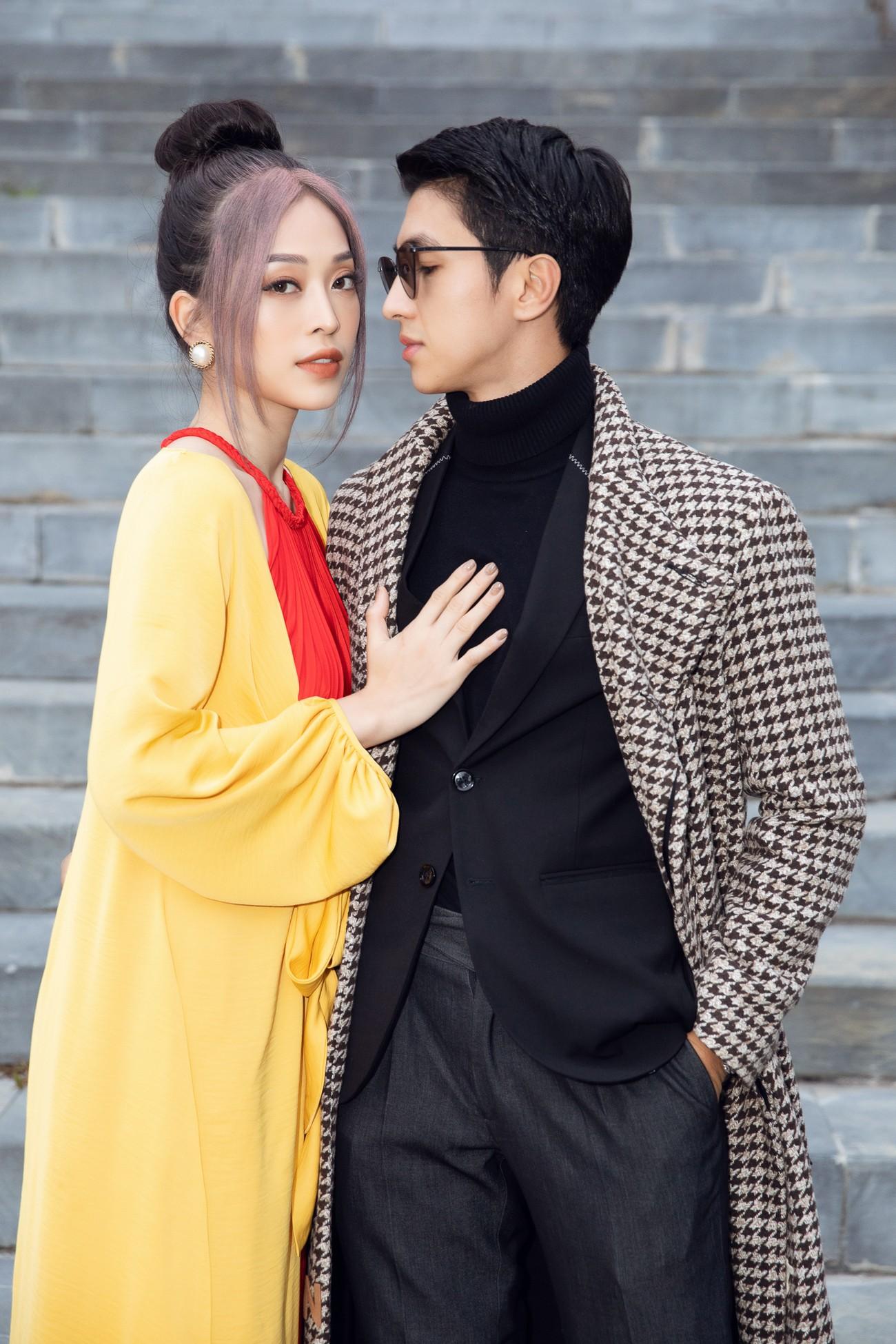 Tiểu Vy, Đỗ Mỹ Linh cùng dàn hậu mặc váy yếm quyến rũ giữa tiết trời lạnh giá ảnh 6