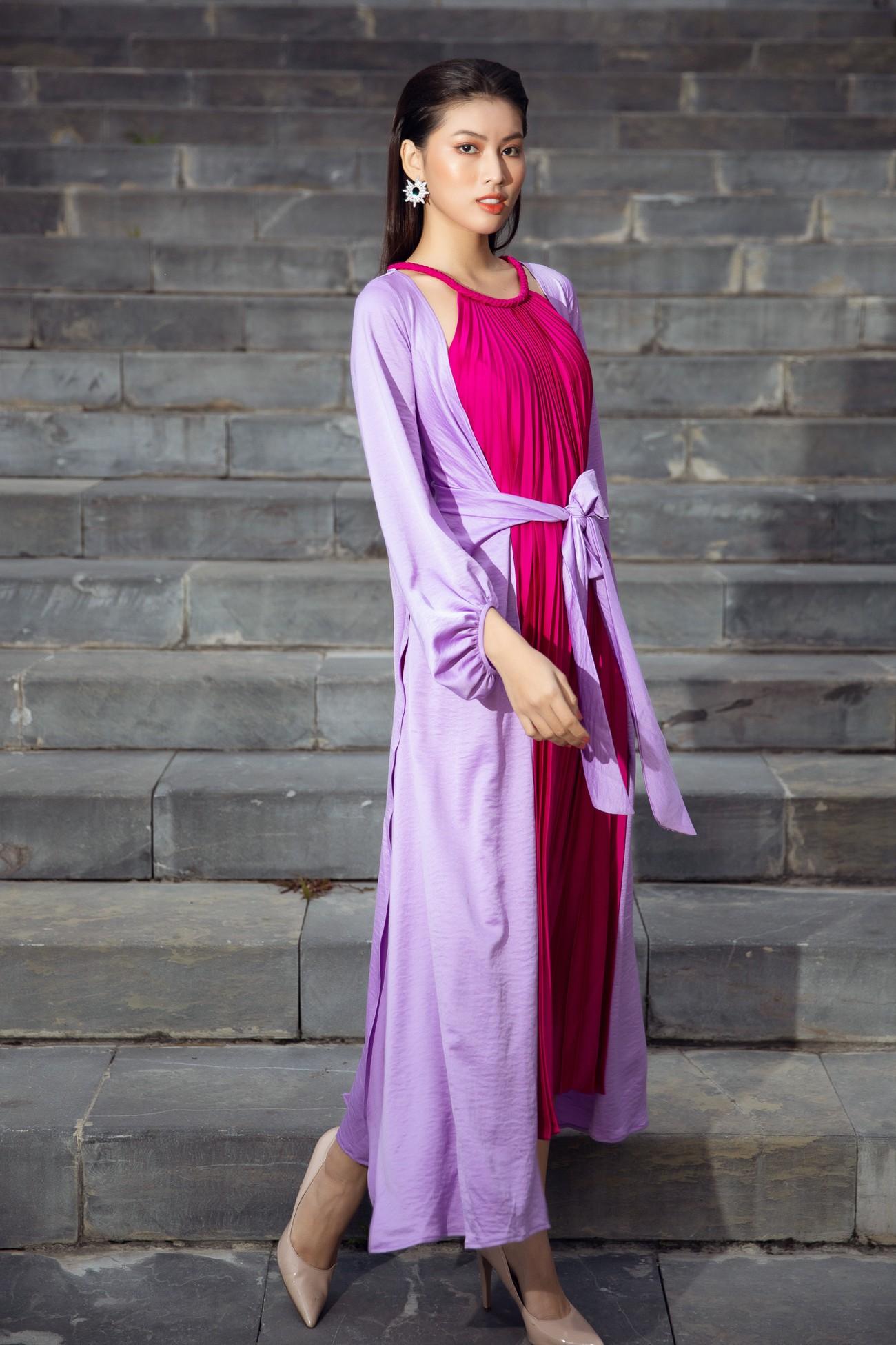 Tiểu Vy, Đỗ Mỹ Linh cùng dàn hậu mặc váy yếm quyến rũ giữa tiết trời lạnh giá ảnh 10