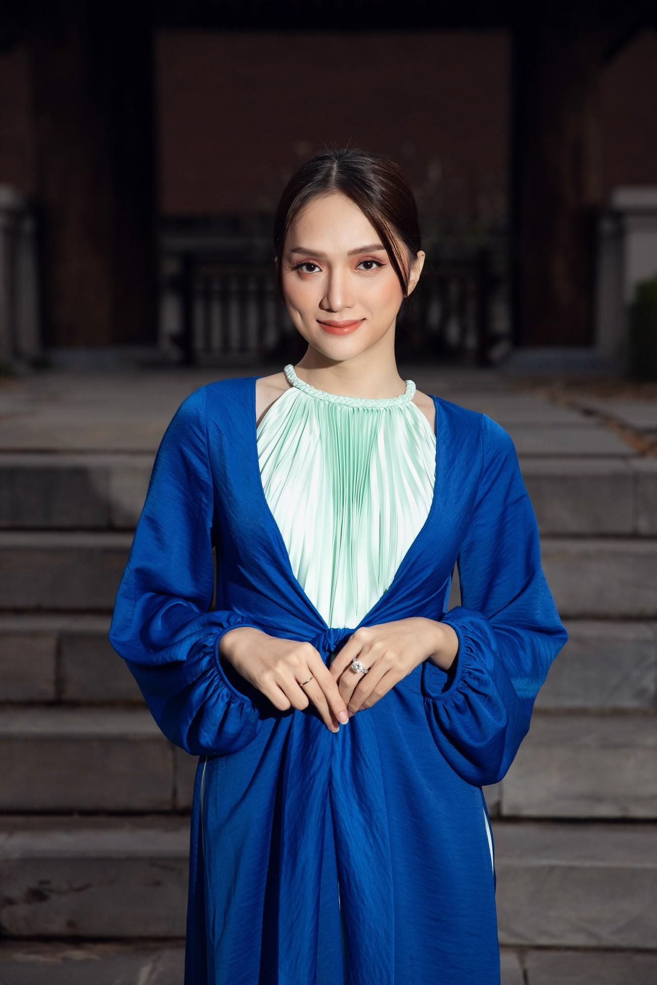 Tiểu Vy, Đỗ Mỹ Linh cùng dàn hậu mặc váy yếm quyến rũ giữa tiết trời lạnh giá ảnh 12