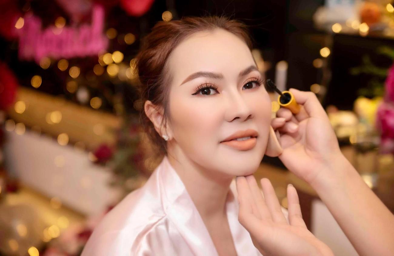 Hé lộ thêm ảnh cưới của Quý Bình, vợ doanh nhân cực trẻ trung và xinh đẹp ảnh 9