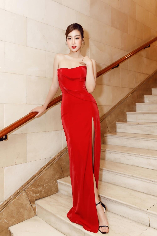 'Đụng' váy xẻ táo bạo với đàn chị Đỗ Mỹ Linh, Hoa hậu Đỗ Thị Hà thần thái rạng ngời ảnh 9