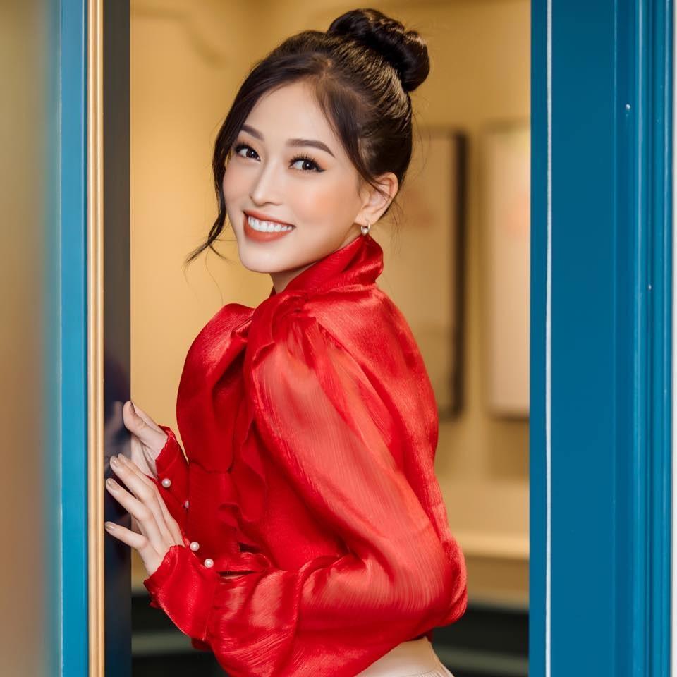 Minh Tú khoe vòng ba 'ngoại cỡ' khiến fans 'choáng váng', Kiều Loan diện váy cúp ngực sexy ảnh 8