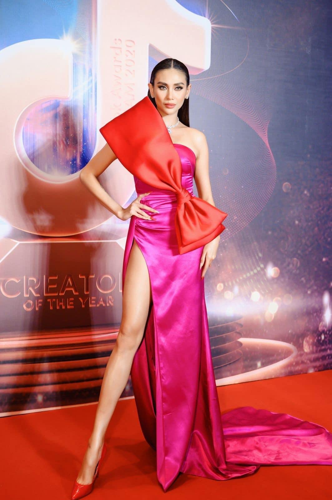 Hoa hậu Tiểu Vy mặc váy cô dâu khoe thềm ngực quyến rũ ảnh 5