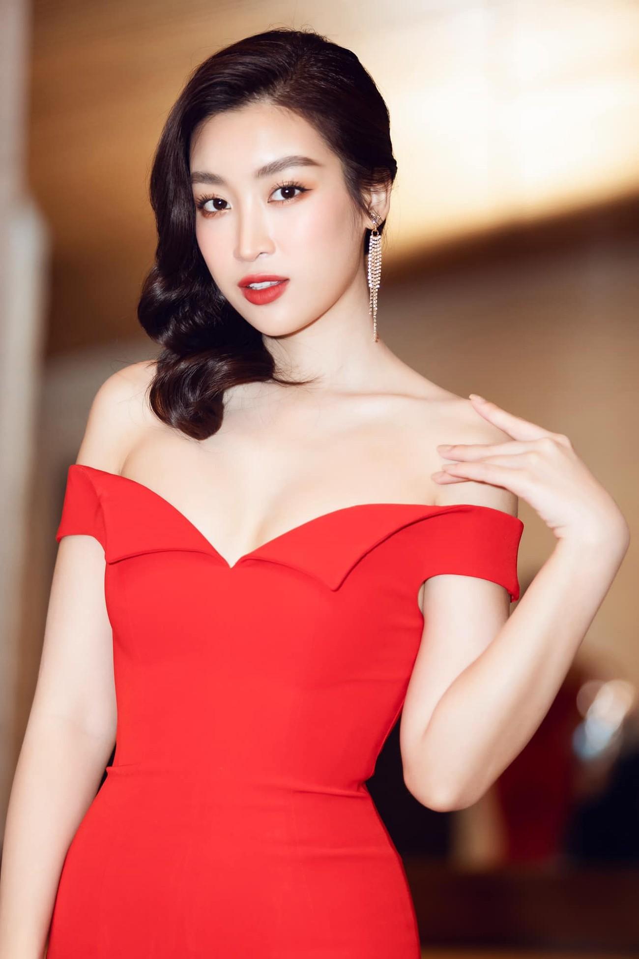 Hoa hậu Tiểu Vy mặc váy cô dâu khoe thềm ngực quyến rũ ảnh 7