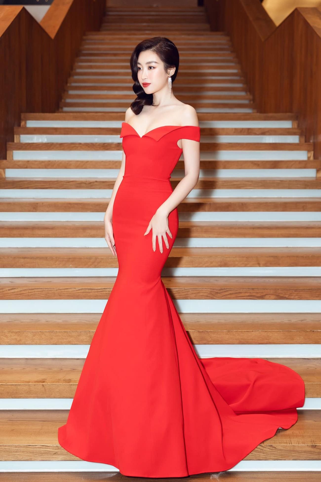 Hoa hậu Tiểu Vy mặc váy cô dâu khoe thềm ngực quyến rũ ảnh 8