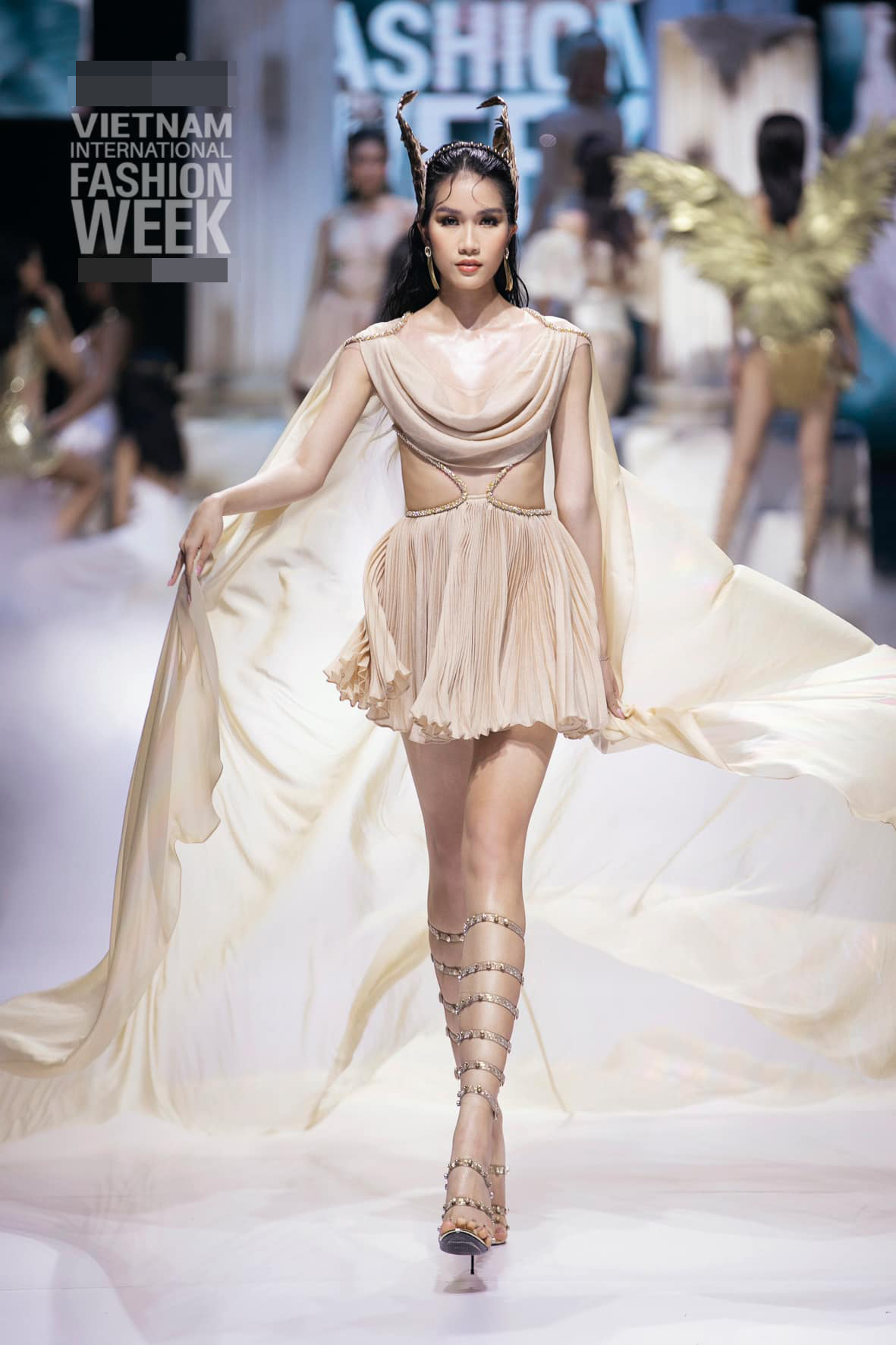 Gu thời trang 'thăng hạng' đầy gợi cảm của Á hậu Phương Anh sau 1 tháng nhận danh hiệu ảnh 11