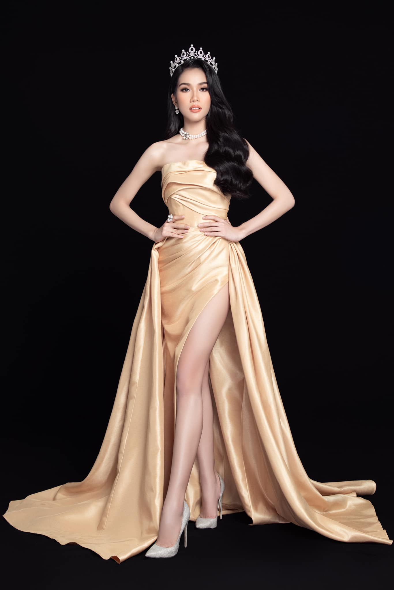 Gu thời trang 'thăng hạng' đầy gợi cảm của Á hậu Phương Anh sau 1 tháng nhận danh hiệu ảnh 1