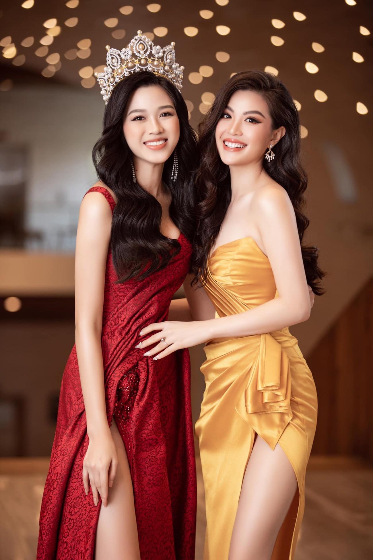 Tiếp tục chinh phục gam màu đỏ, Hoa hậu Đỗ Thị Hà khoe đôi chân 'cực phẩm' ảnh 3