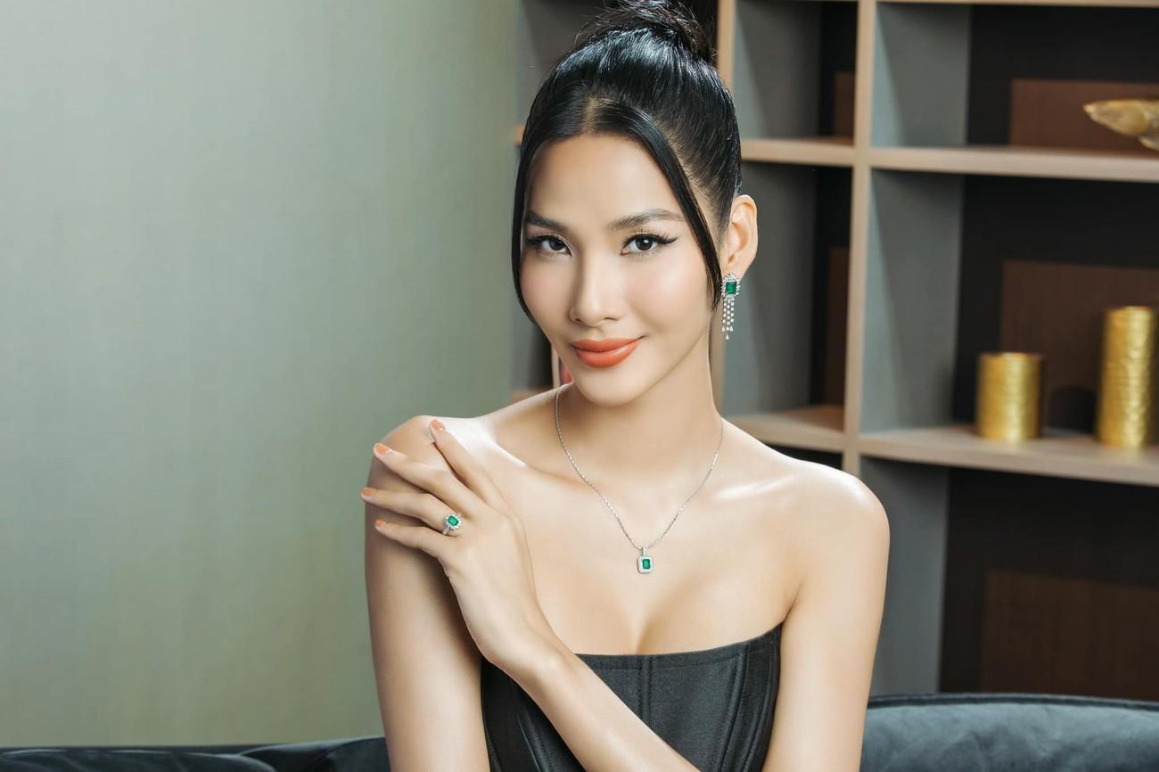 Người đẹp Thể thao Phù Bảo Nghi diện váy xẻ táo bạo, Lương Thùy Linh quấn khăn làm váy ảnh 11
