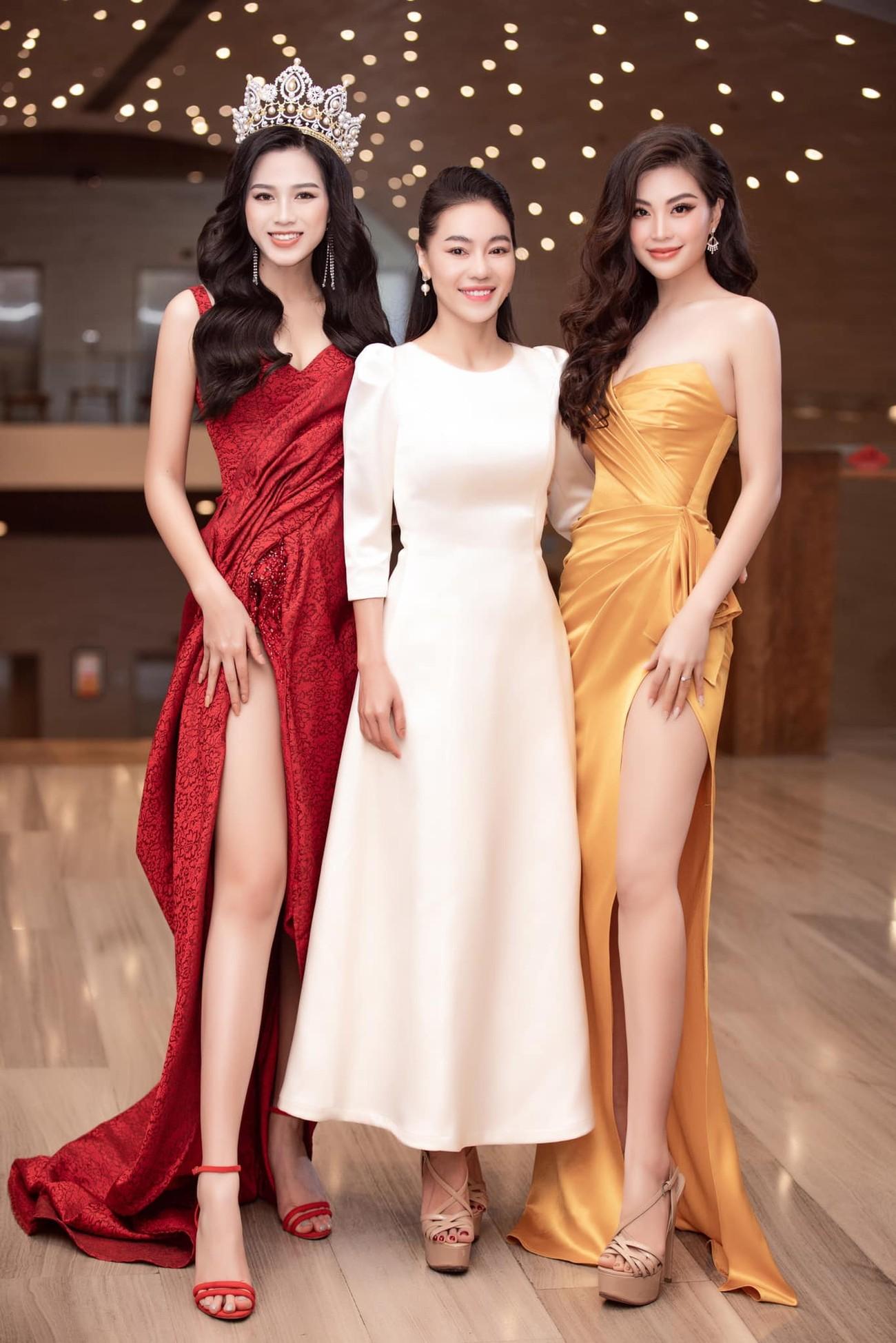 Tiếp tục chinh phục gam màu đỏ, Hoa hậu Đỗ Thị Hà khoe đôi chân 'cực phẩm' ảnh 4
