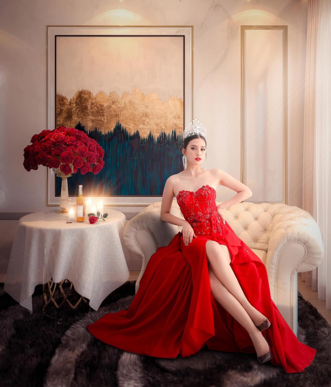 Người đẹp Thể thao Phù Bảo Nghi diện váy xẻ táo bạo, Lương Thùy Linh quấn khăn làm váy ảnh 7