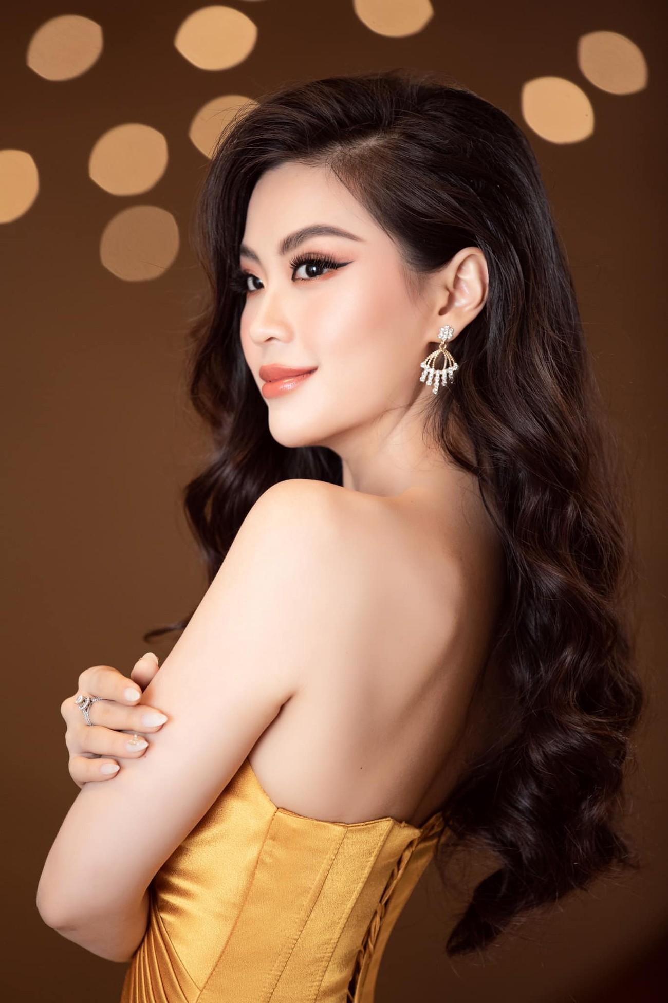 Tiếp tục chinh phục gam màu đỏ, Hoa hậu Đỗ Thị Hà khoe đôi chân 'cực phẩm' ảnh 6