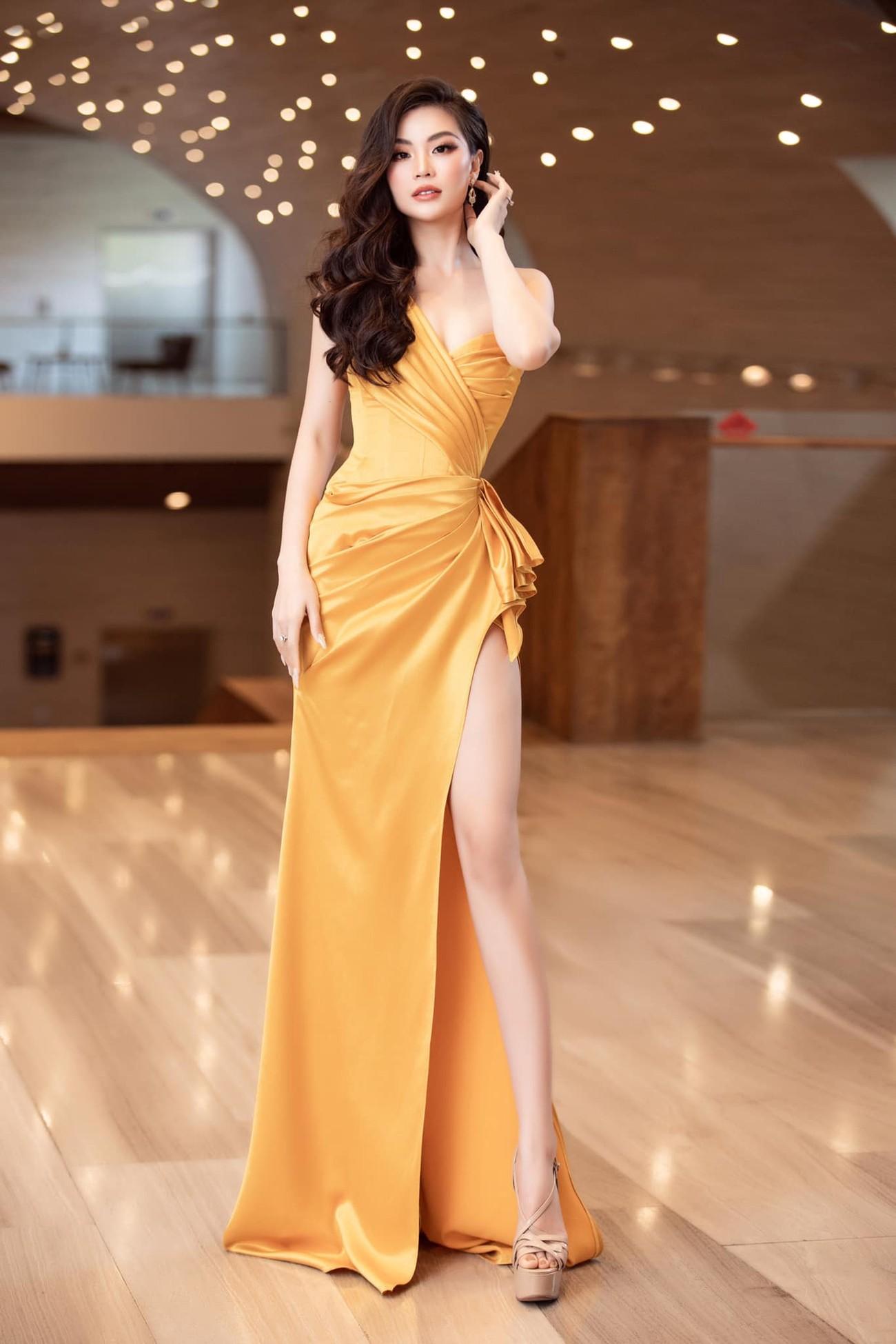 Tiếp tục chinh phục gam màu đỏ, Hoa hậu Đỗ Thị Hà khoe đôi chân 'cực phẩm' ảnh 7