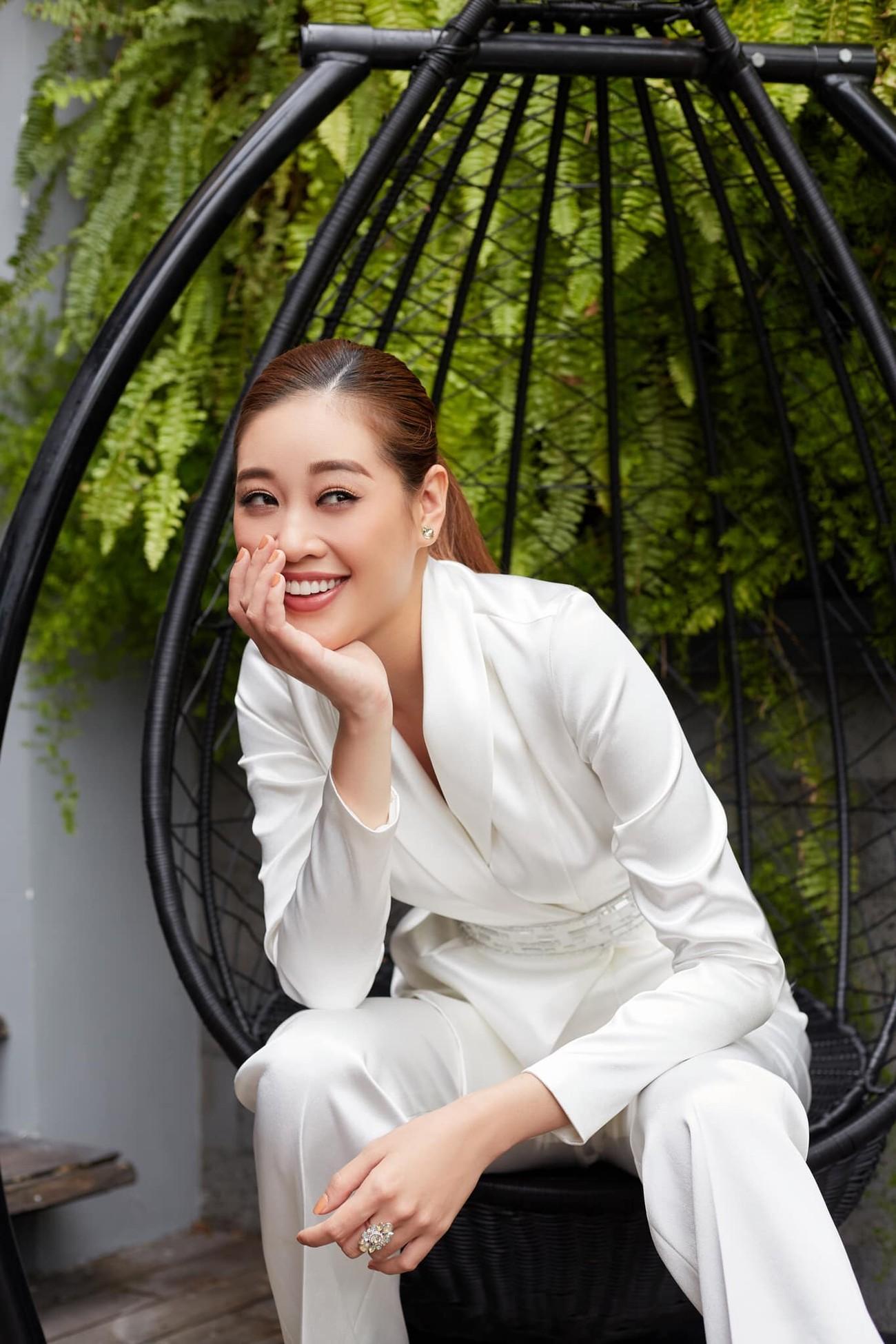 Người đẹp Thể thao Phù Bảo Nghi diện váy xẻ táo bạo, Lương Thùy Linh quấn khăn làm váy ảnh 8