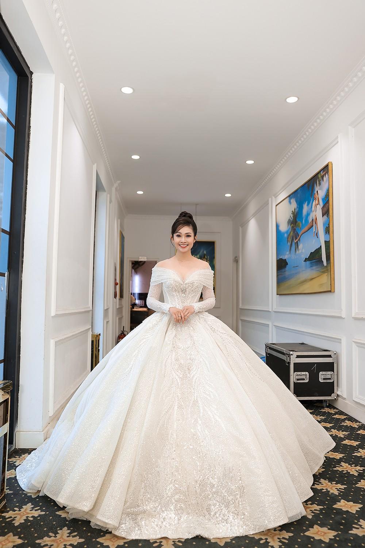 Á hậu Thụy Vân, vợ NSND Công Lý dự đám cưới của MC Thùy Linh và ông xã kém 5 tuổi ảnh 12