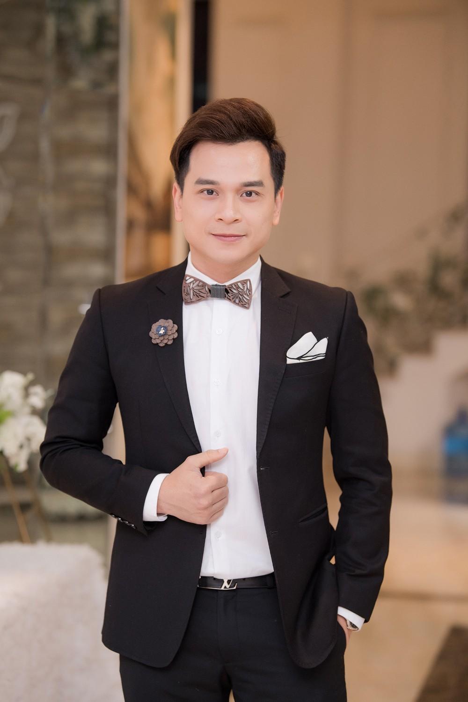 Á hậu Thụy Vân, vợ NSND Công Lý dự đám cưới của MC Thùy Linh và ông xã kém 5 tuổi ảnh 3