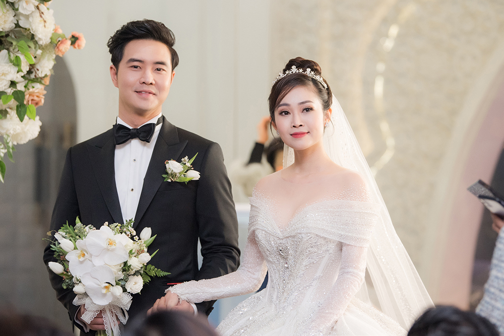 Á hậu Thụy Vân, vợ NSND Công Lý dự đám cưới của MC Thùy Linh và ông xã kém 5 tuổi ảnh 11