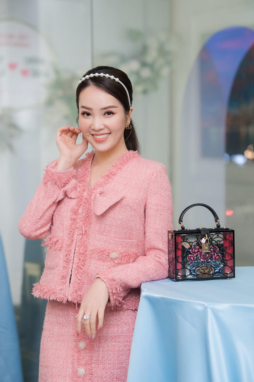 Á hậu Thụy Vân, vợ NSND Công Lý dự đám cưới của MC Thùy Linh và ông xã kém 5 tuổi ảnh 4