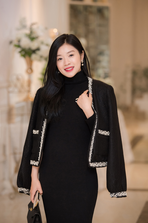 Á hậu Thụy Vân, vợ NSND Công Lý dự đám cưới của MC Thùy Linh và ông xã kém 5 tuổi ảnh 9