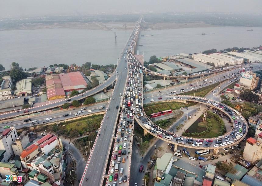 Cầu Vĩnh Tuy ùn tắc kéo dài vì 2 ôtô gặp sự cố ảnh 3