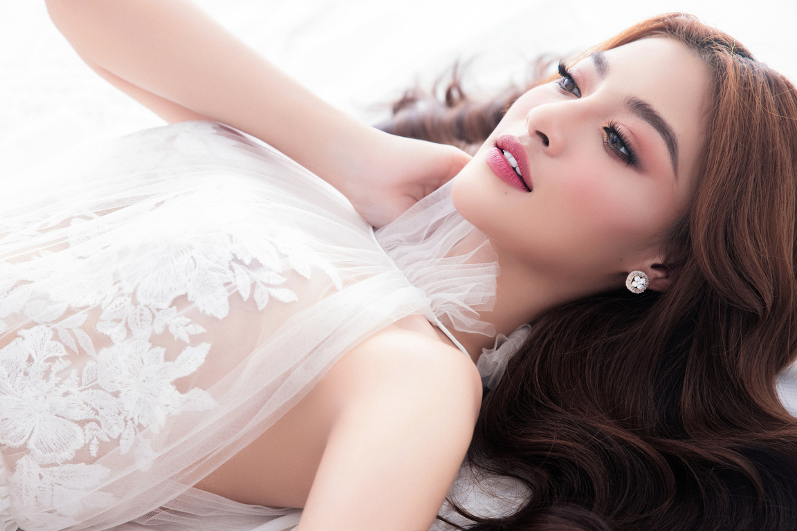 Kiều Loan thăng hoa với thần thái chuẩn Beauty Queen sau khi được đề cử 'Ngôi sao của năm' ảnh 8