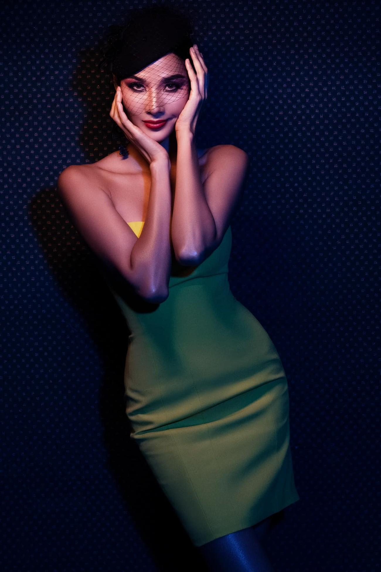 Tiểu Vy mặc giản dị mà 'chất' như fashionista, Khánh Vân khoe vòng một nóng bỏng ảnh 15