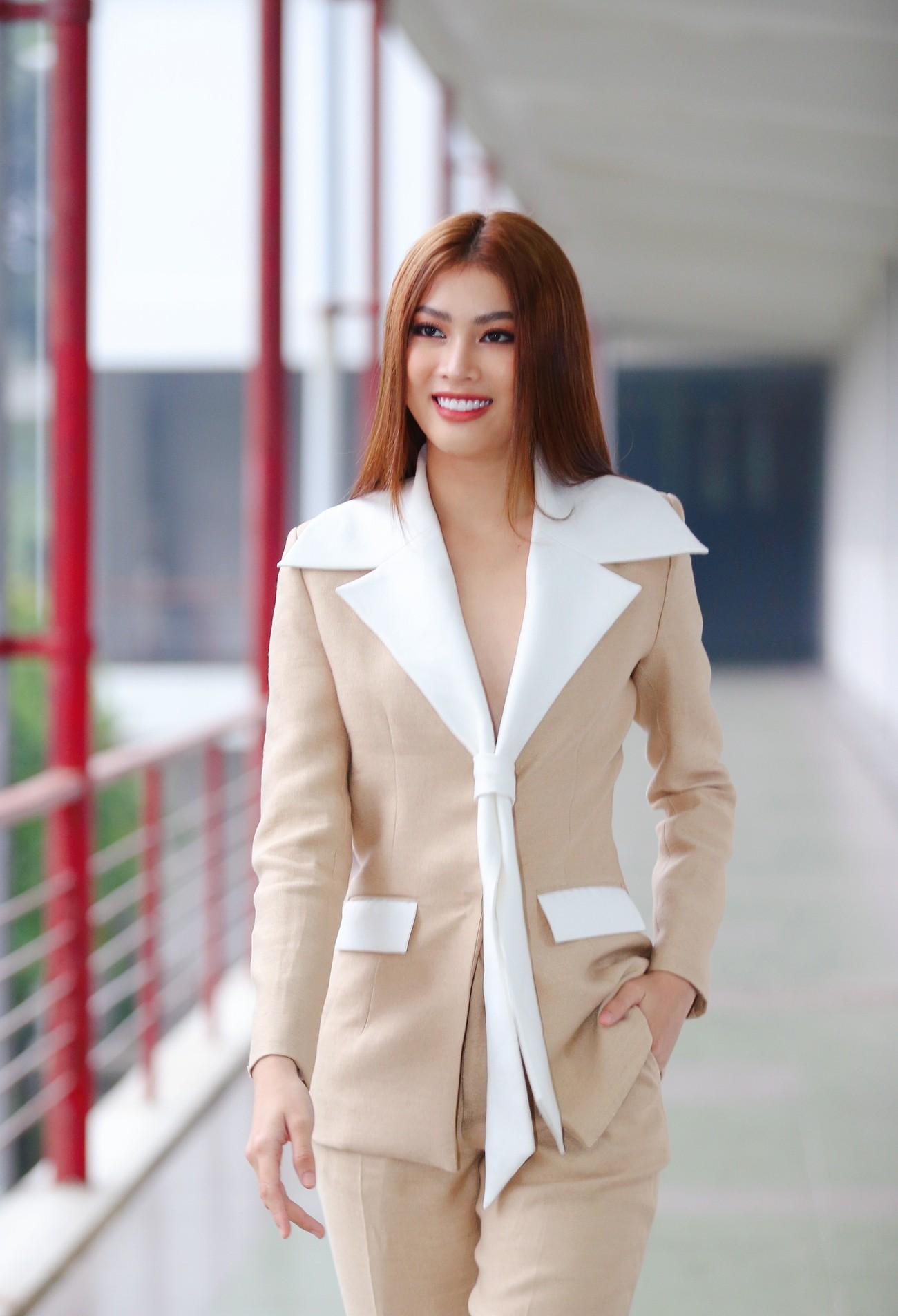Hoa hậu Đỗ Thị Hà và Á hậu Phương Anh, Ngọc Thảo giản dị vẫn cực xinh đẹp ảnh 10