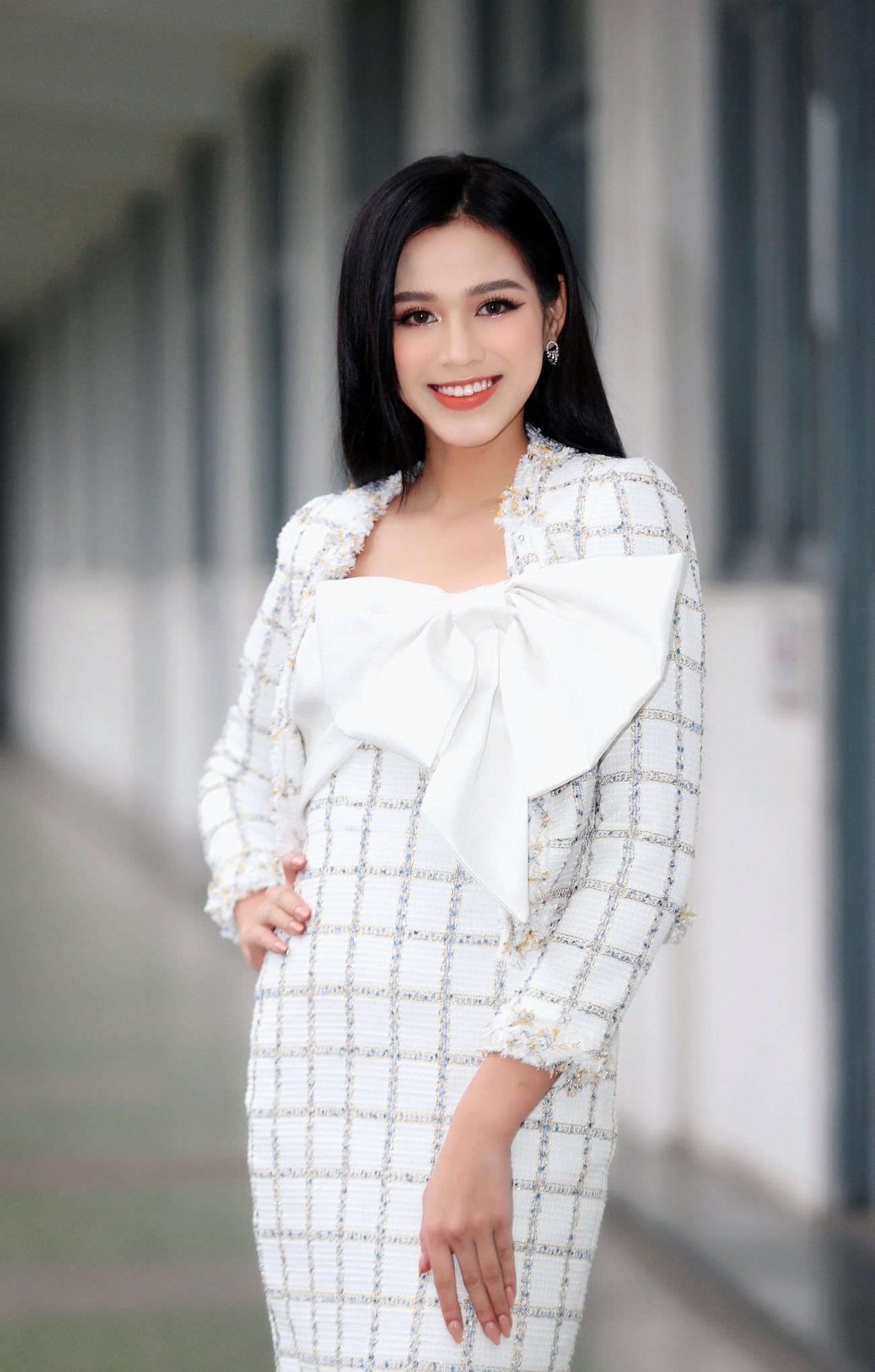 Hoa hậu Đỗ Thị Hà và Á hậu Phương Anh, Ngọc Thảo giản dị vẫn cực xinh đẹp ảnh 3