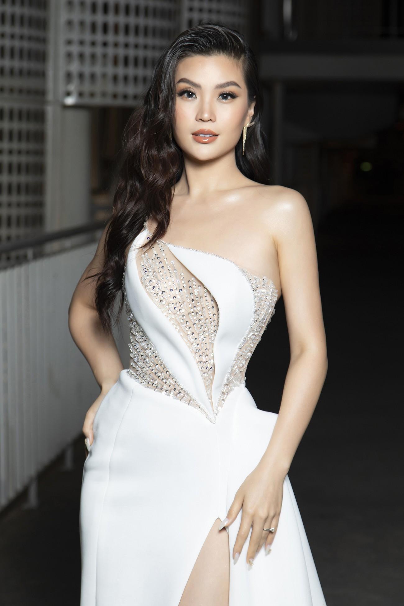 Top 3 Hoa hậu Việt Nam 2020 mặc váy cắt xẻ gợi cảm, đọ sắc Lương Thuỳ Linh-Kiều Loan ảnh 17