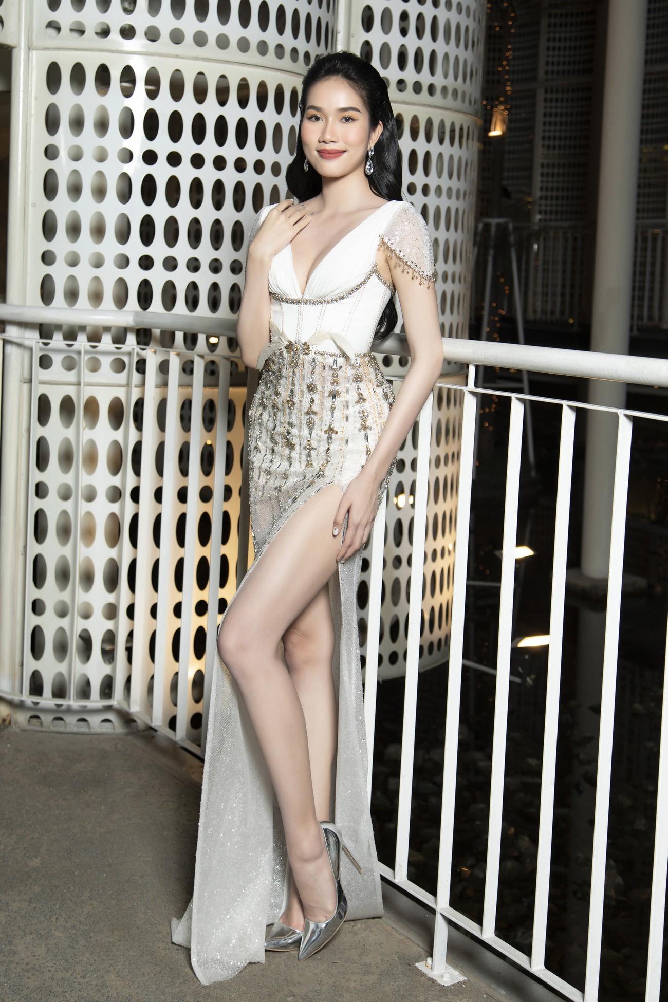 Top 3 Hoa hậu Việt Nam 2020 mặc váy cắt xẻ gợi cảm, đọ sắc Lương Thuỳ Linh-Kiều Loan ảnh 7