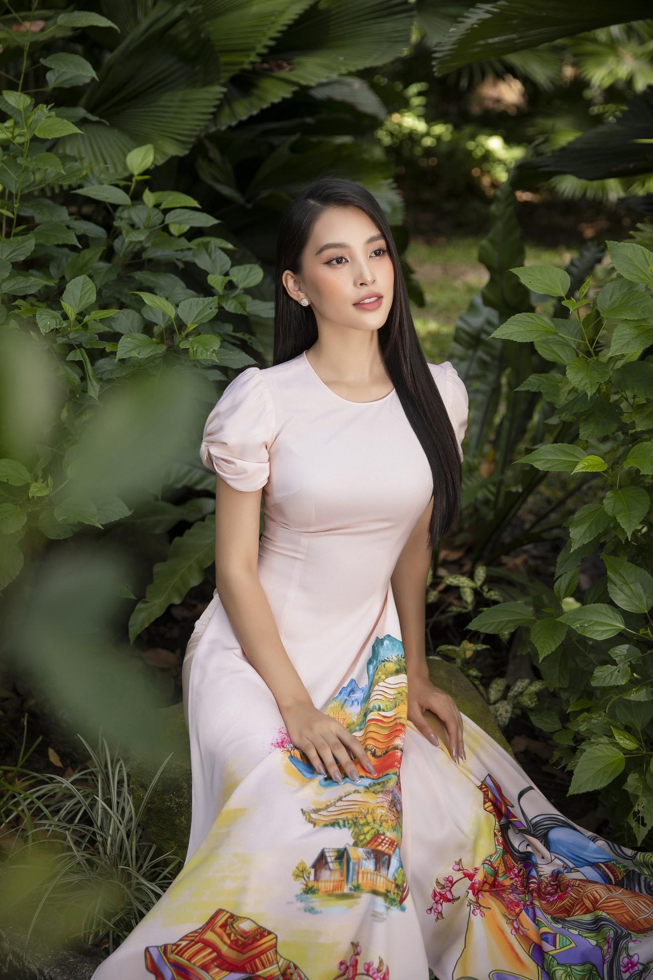 Hoa hậu Tiểu Vy khoe nhan sắc 'cực phẩm', đẹp tựa nàng thơ mùa xuân với áo dài Tết ảnh 10