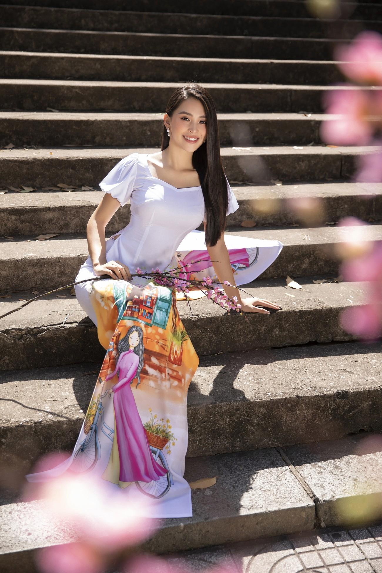 Hoa hậu Tiểu Vy khoe nhan sắc 'cực phẩm', đẹp tựa nàng thơ mùa xuân với áo dài Tết ảnh 4