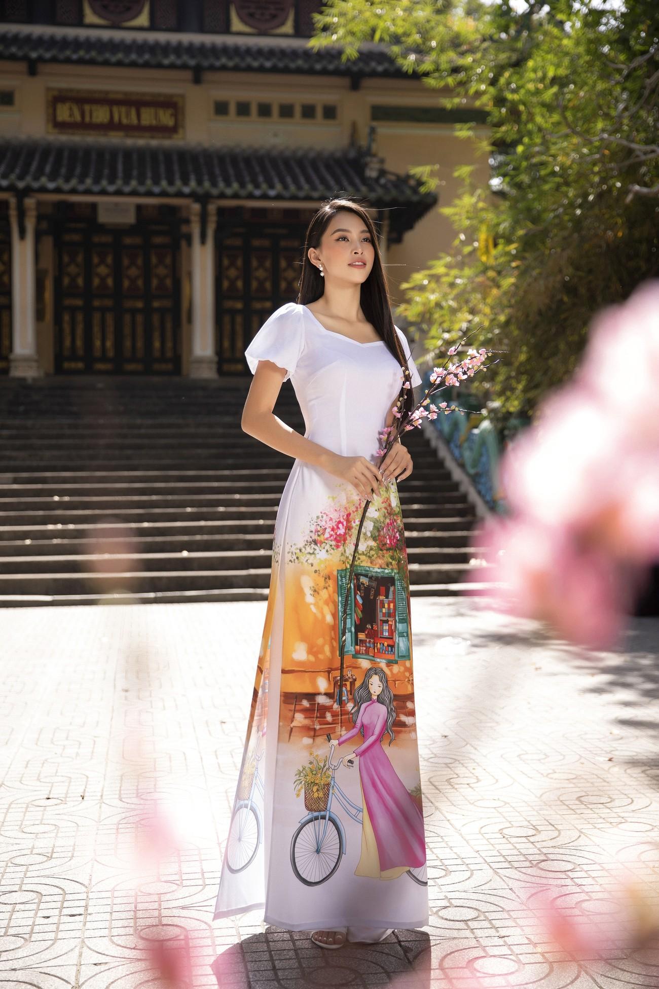 Hoa hậu Tiểu Vy khoe nhan sắc 'cực phẩm', đẹp tựa nàng thơ mùa xuân với áo dài Tết ảnh 5