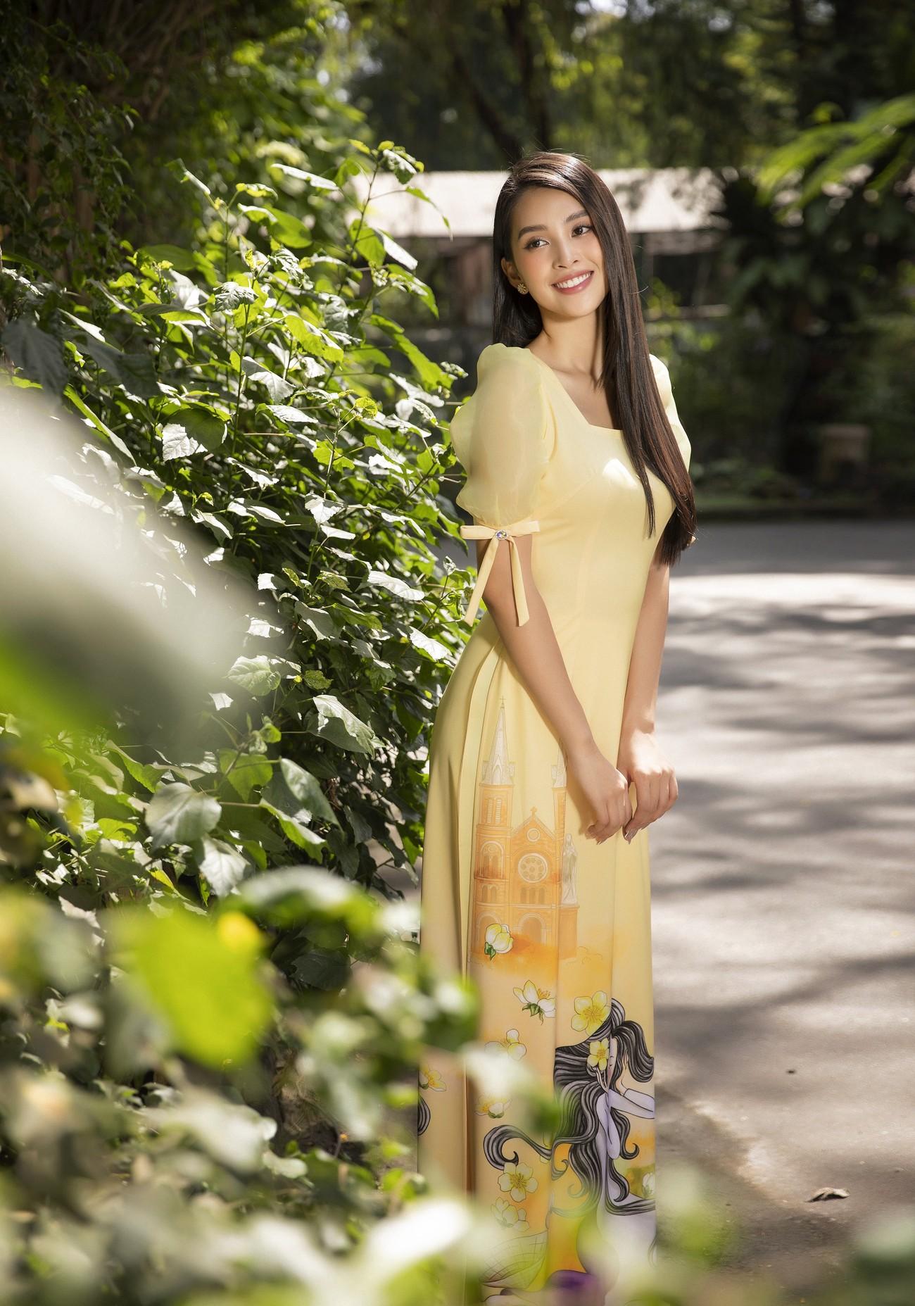 Hoa hậu Tiểu Vy khoe nhan sắc 'cực phẩm', đẹp tựa nàng thơ mùa xuân với áo dài Tết ảnh 8