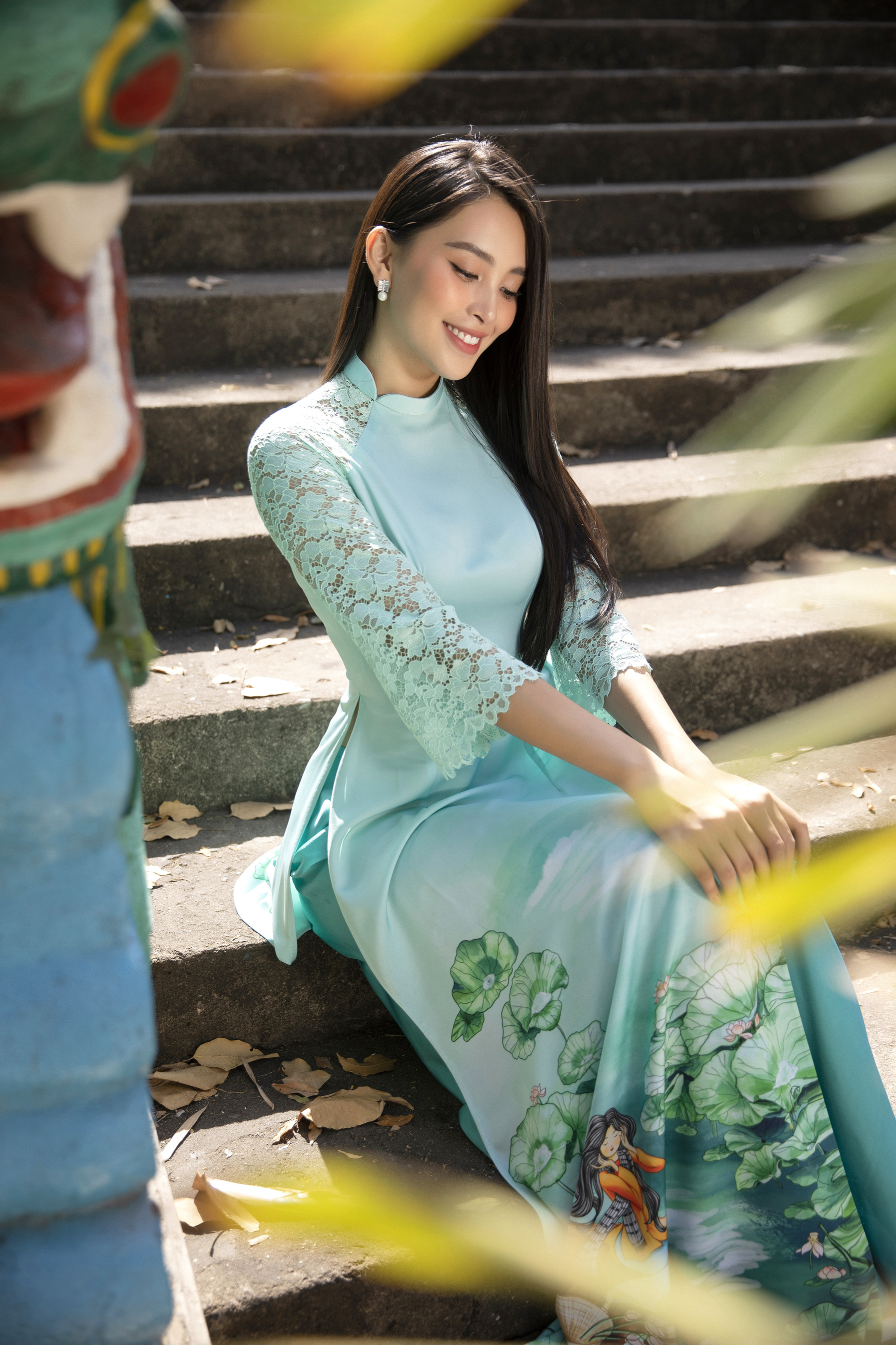 Hoa hậu Tiểu Vy khoe nhan sắc 'cực phẩm', đẹp tựa nàng thơ mùa xuân với áo dài Tết ảnh 6