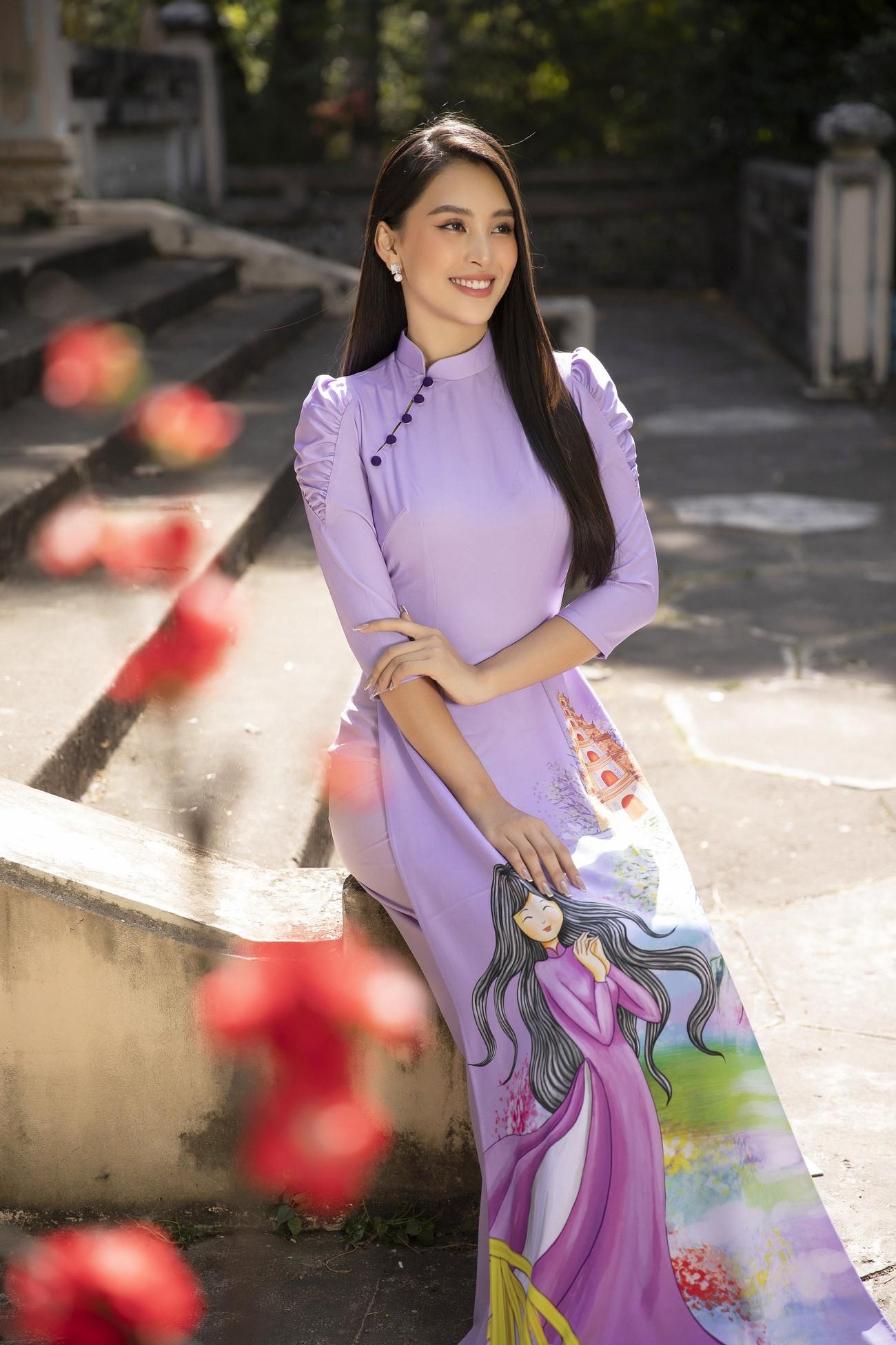 Hoa hậu Tiểu Vy khoe nhan sắc 'cực phẩm', đẹp tựa nàng thơ mùa xuân với áo dài Tết ảnh 2