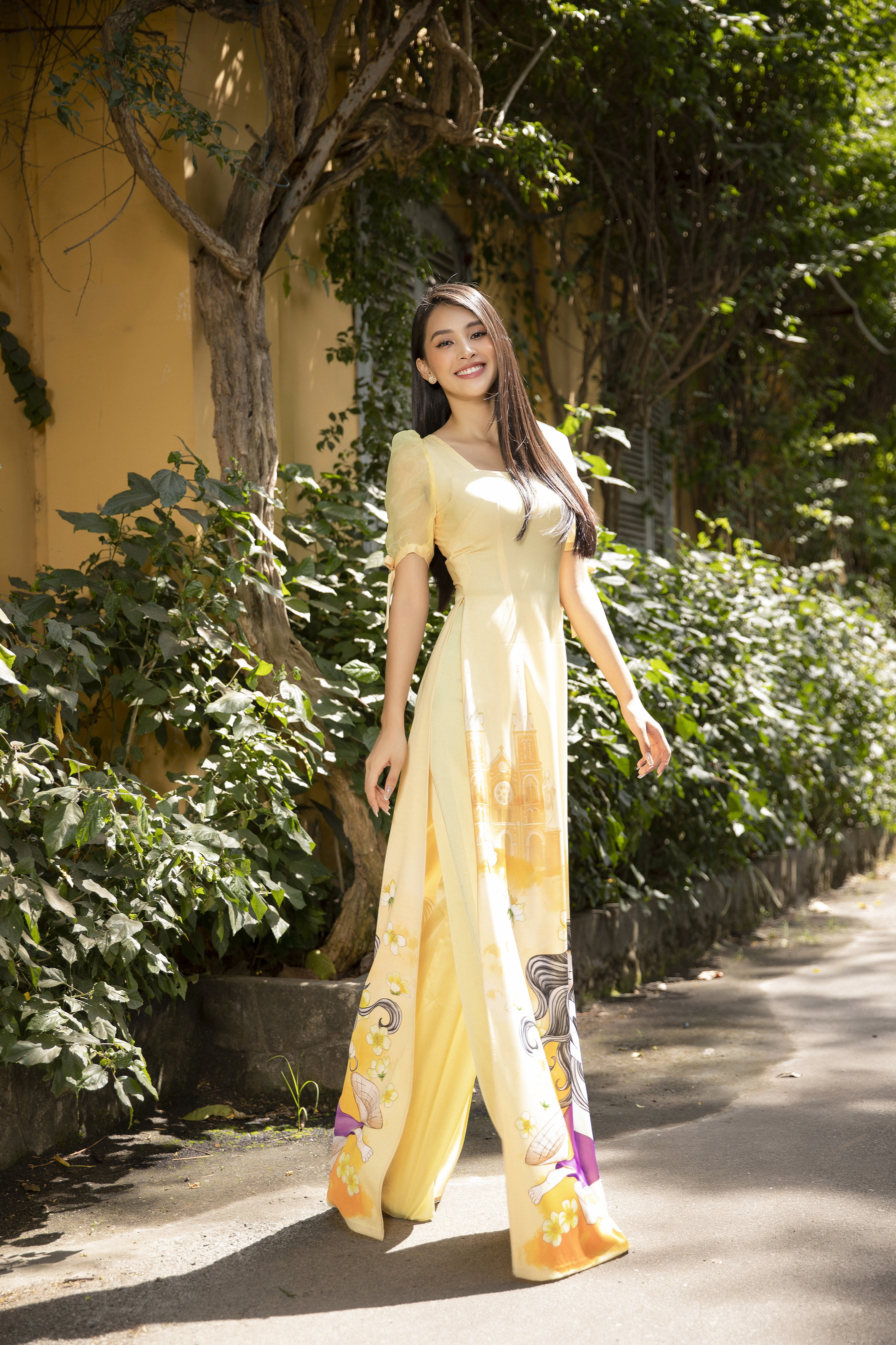 Hoa hậu Tiểu Vy khoe nhan sắc 'cực phẩm', đẹp tựa nàng thơ mùa xuân với áo dài Tết ảnh 9