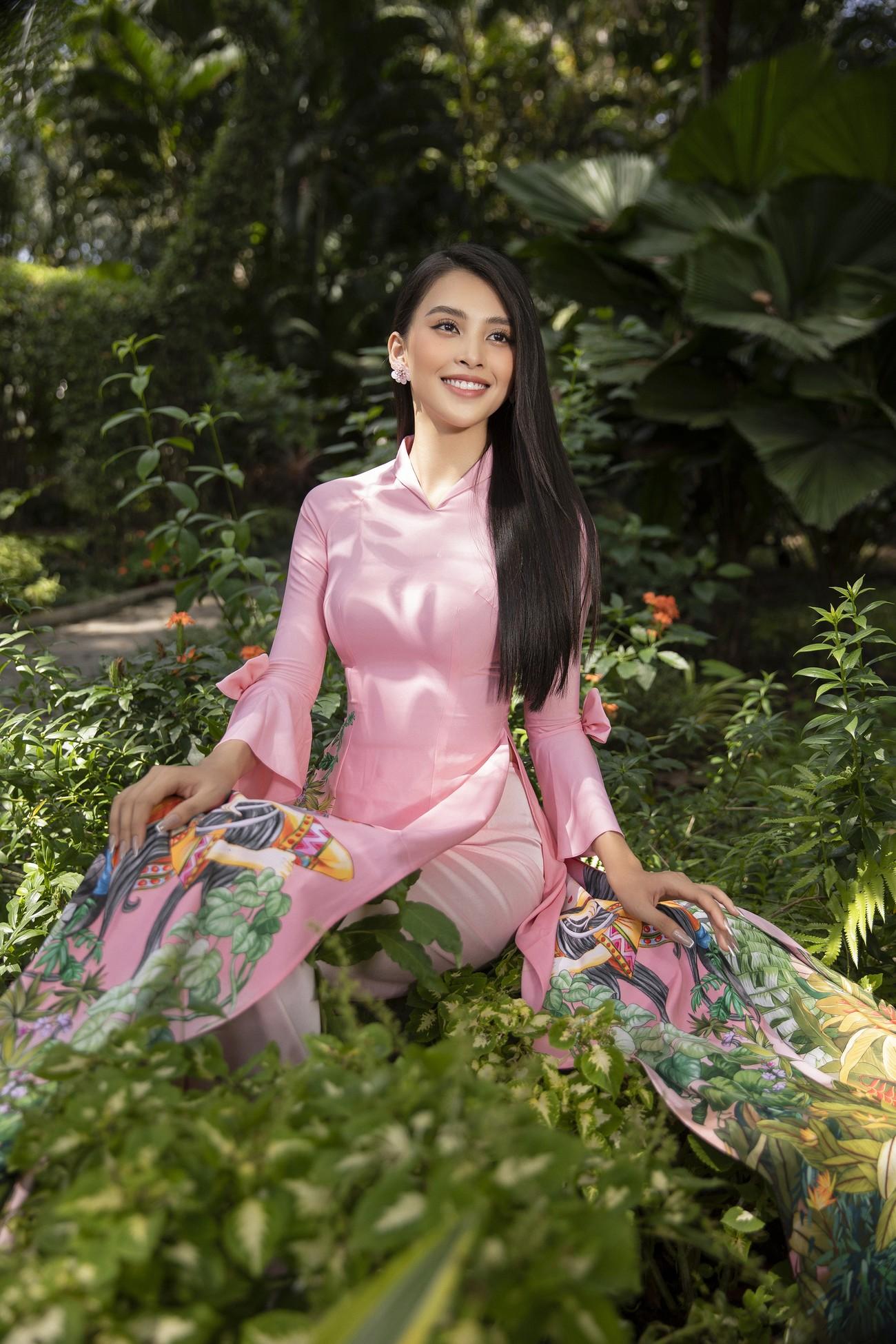 Hoa hậu Tiểu Vy khoe nhan sắc 'cực phẩm', đẹp tựa nàng thơ mùa xuân với áo dài Tết ảnh 13