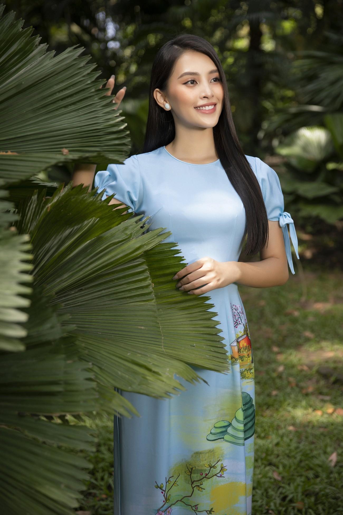 Hoa hậu Tiểu Vy khoe nhan sắc 'cực phẩm', đẹp tựa nàng thơ mùa xuân với áo dài Tết ảnh 7