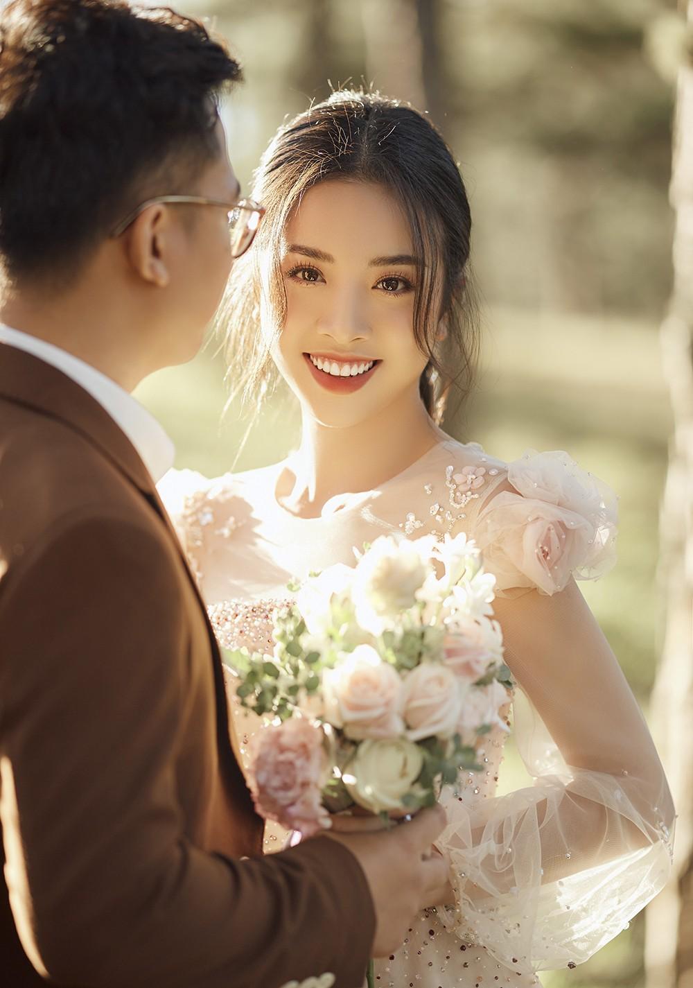 Á hậu Thúy An tiếp tục tung ảnh cưới 'tình bể bình' ở Đà Lạt trước thềm hôn lễ ảnh 6